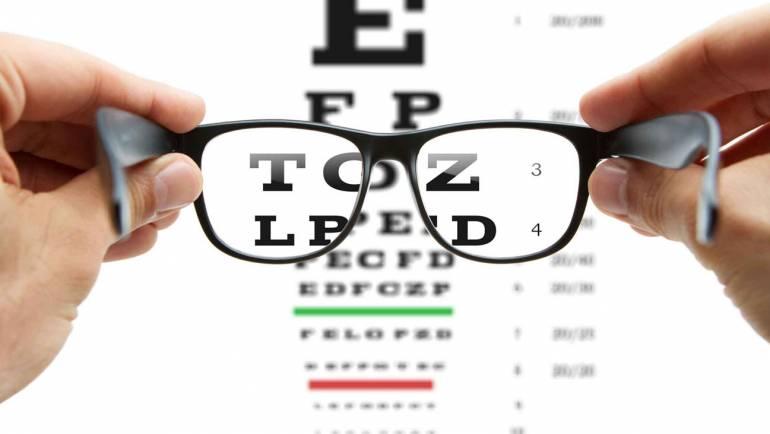 Gafas, instrumento óptico que ayudan a la corrección precisa de cada ojo.